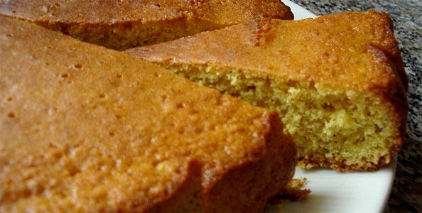 Haselnusskuchen mit Nüssen aus dem Piemont